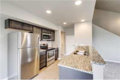 2 bedrooms Apartment - The Journey's End Townhomes are in an amazing location. Parking Available!