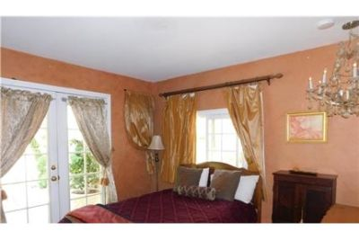 Attractive 2 bed, 1.50 bath. Parking Available!