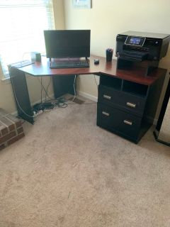 Corner desk with chair