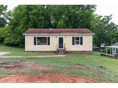 2 Bed 1 Bath Foreclosure Property in Newberry, SC 29108 - Player St