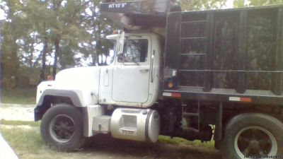 triaxle dump truck