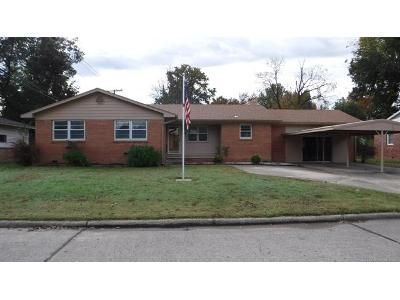 3 Bed 2 Bath Foreclosure Property in Pryor, OK 74361 - SE 14th St