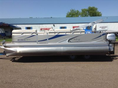 2013 QWEST 820LS XRE CRUISE Pontoon Boats Hutchinson, MN