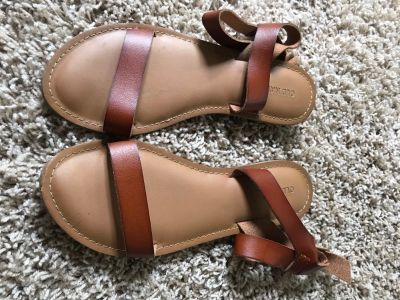 Size 8 old navy sandals