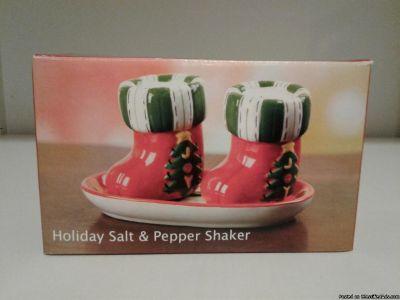 CHRISTMAS HOLIDAY STOCKING SALT & PEPPER SHAKERS