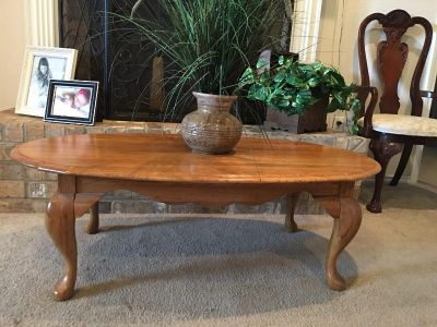 Gorgeous Solid Oak Coffee Table With Queen Anne Legs