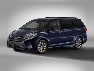 2018 Toyota Sienna LE (Midnight Black Metallic)