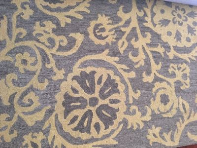 Area rug 5ft by 7ft
