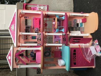 Barbie Dream House in Great Condition with ALL accessories