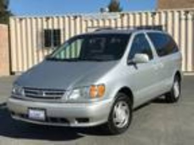 2002 Toyota Sienna LE Gray,