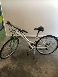 Schwinn 700c Trailway. Perfect cond. Adult used. Only used a few times.