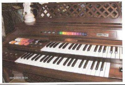 $750 Kimball swinger 800 organ