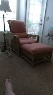 Wicker chaise lounger with foot ottoman