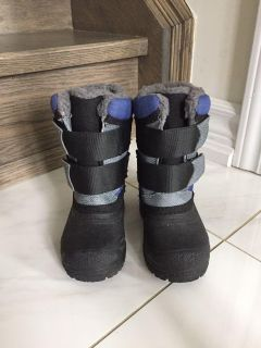 Winter boots size 6 toddlers