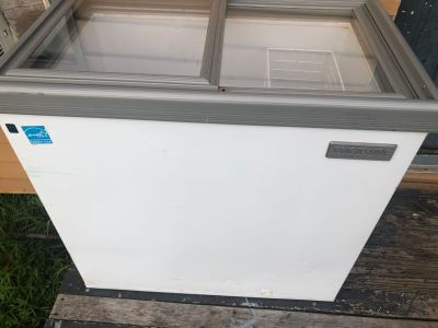 Frigidaire Commercial Deep Freezer works great nothing wrong with it. Obo