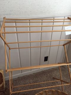 COLLAPSING WOOD DRYING RACK