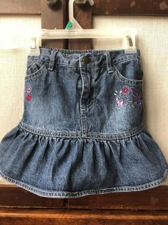 Girl s Size 5T Skirt, with built in shorts
