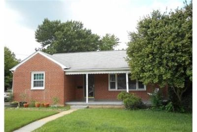 GREAT LOCATION, CONVENIENT TO OLD TOWN, SHOPPING AND MT. Single Car Garage!