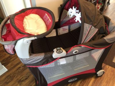 Graco Pack and Play w/changing table & caddy