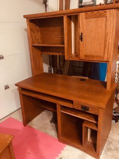 Office Desk w hutch