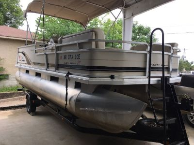 05 SunTracker w 50hp Mercury and Trailer
