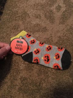 Sz. 5-6.5 Halloween socks - ppu (near old chemstrand & 29) or PU @ the Marcus Pointe Thrift Store (on W st)