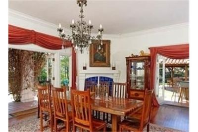 6 bedrooms House - This ENCHANTING RETREAT is alive with dozens of PALM TREES. Washer/Dryer Hookups!