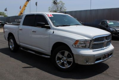 """2016 RAM 1500 4WD Crew Cab 140.5"""" Big Horn (Bright White Clearcoat)"""