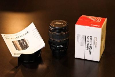 Canon 17-85mm f4-5.6 IS USM lens with UV filter and lens hood - used