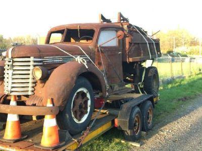 1941 Diamond T dump truck