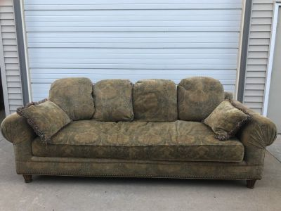 Large floral couch Good condition
