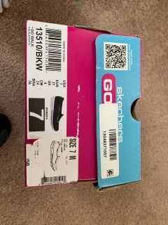 New in box size 7 Sketchers