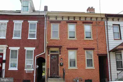 121 N 7th St COLUMBIA, Well maintained Three BR brick row
