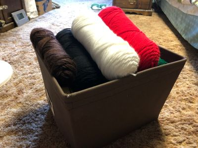Lot of 24 yarn with holder