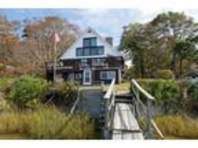 Welcome to Sumptuous Vacation House Falmouth On The Water