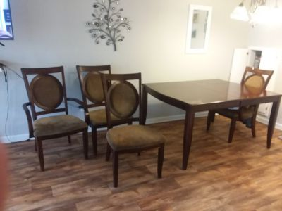 Dining Table with 5 chairs and leaf
