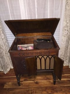 Antique cabinet style record player