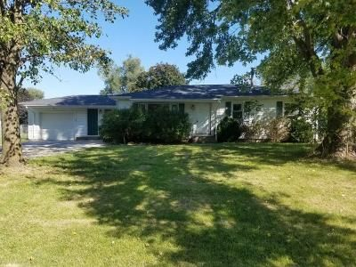 3 Bed 1 Bath Foreclosure Property in Milan, IL 61264 - 3rd St E