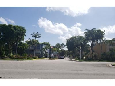 2 Bed 2 Bath Preforeclosure Property in Miami, FL 33172 - Fontainebleau Blvd Apt 109