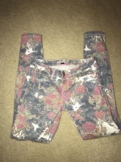YMI Skinny Jeans.. SZ 7..Front porch pick up off of Lovell Rd..CP