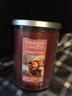NEW YANKEE CANDLE