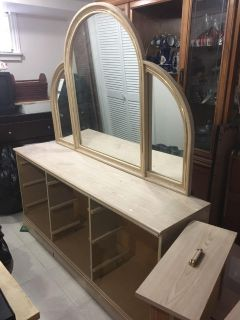 9 drawer dresser with Large mirror