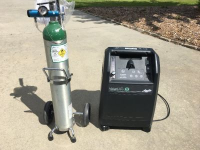 Oxygen consentrator and portable oxygen tank on wheels