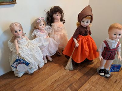 Lot of collectible dolls