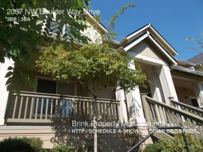 Gorgeous Free-Standing 3BR 2.5BA Townhome in Immaculate Talus Community of Issaquah!