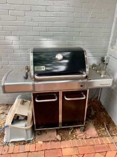 Outdoor Weber Genesis Gas Line Grill! Can t fit in truck must go!