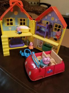 Peppa Pig house and car + the family of 4. *Euc*