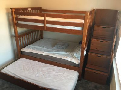 Bunk Bed :: Full over Full w/ Twin Trundle - Stairway has storage