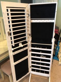Mirrored jewelry organizer