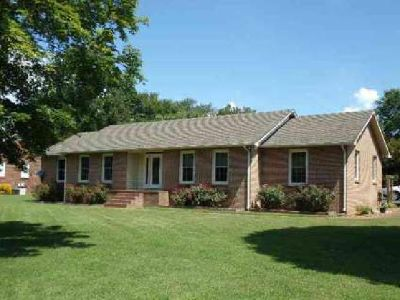 484 Timberlake Dr Estill Springs, Well maintained brick home